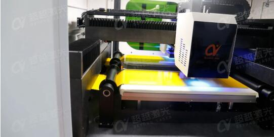 FPC柔性板PI膜激光切割过程.jpg